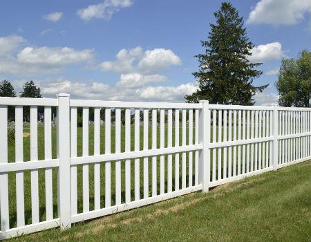 9-tall-vinyl-fence-450x350