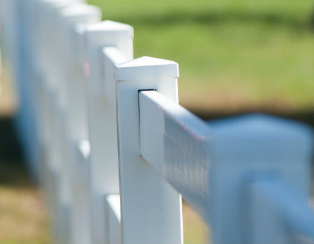 white-vinyl-picket-posts-caps-450x350