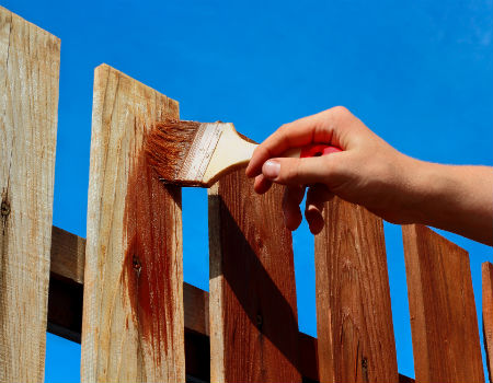Paint-Stain-Wood-Fence