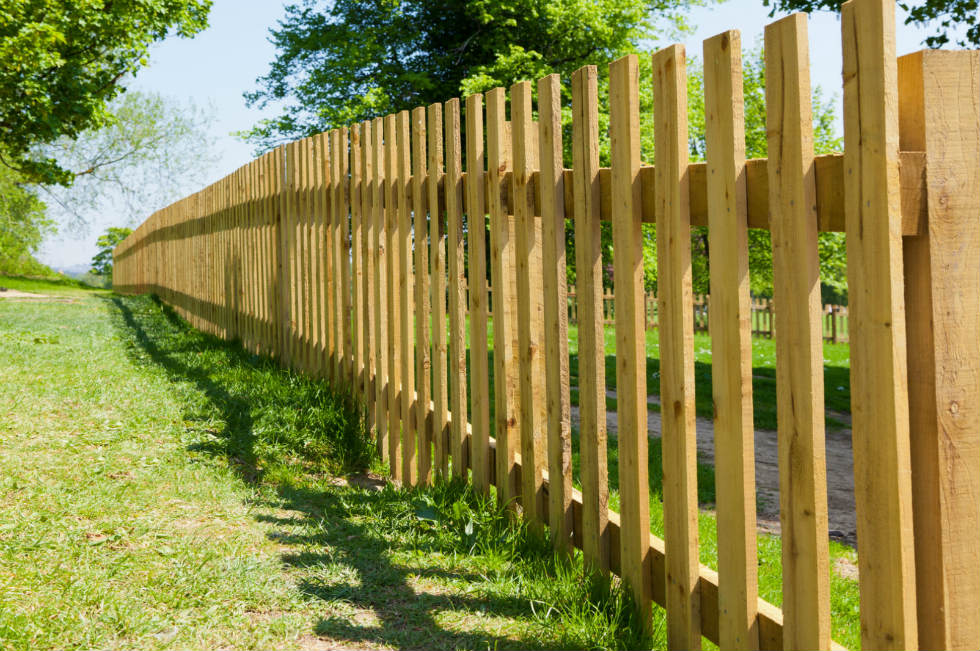 basic-wood-farm-fence